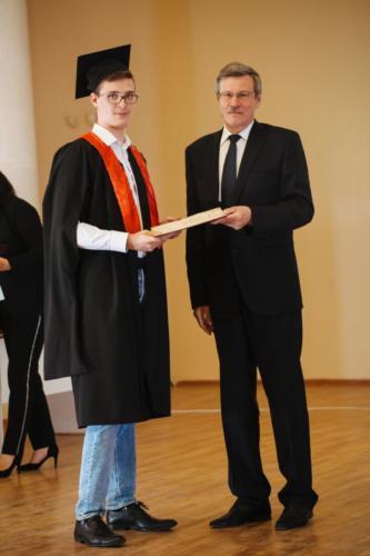 Kharitonov-vruchenie-diploma-magistra